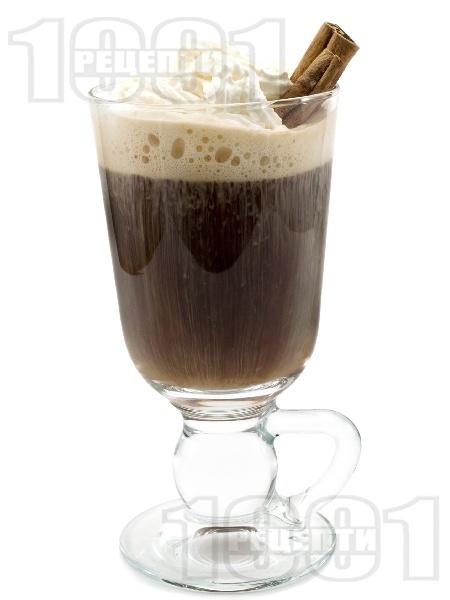 Ирландско кафе с уиски, сметана и канела - снимка на рецептата